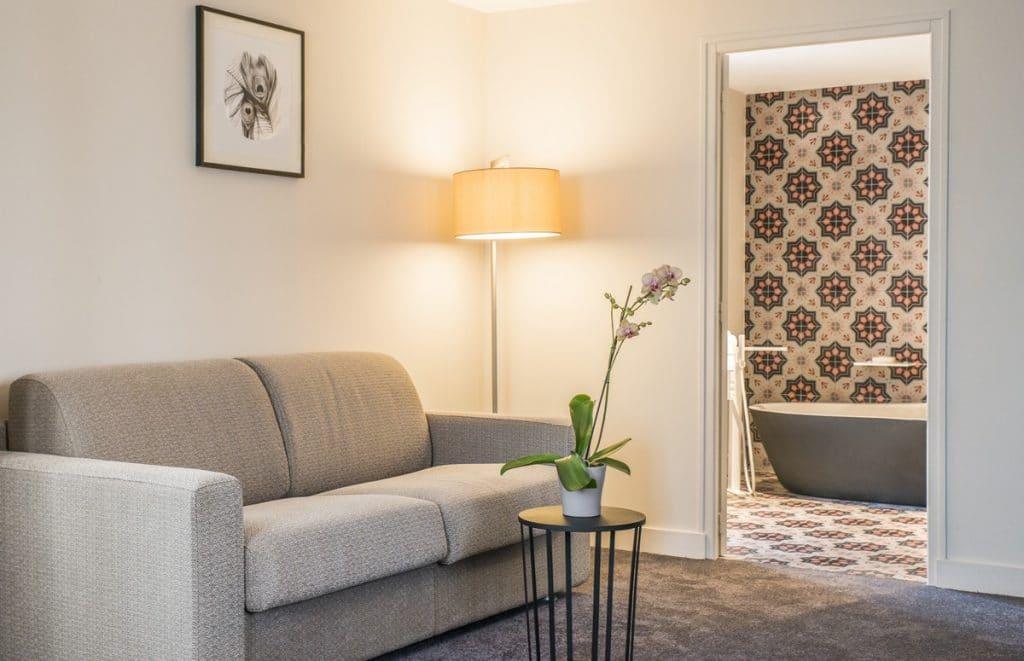 plume suite la maison d 39 c t. Black Bedroom Furniture Sets. Home Design Ideas