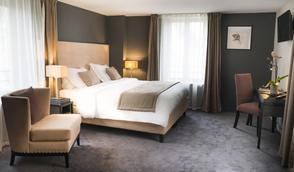 suite plume la maison d 39 c t. Black Bedroom Furniture Sets. Home Design Ideas